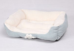 8-happycare-textiles-rectangle-pet-bed